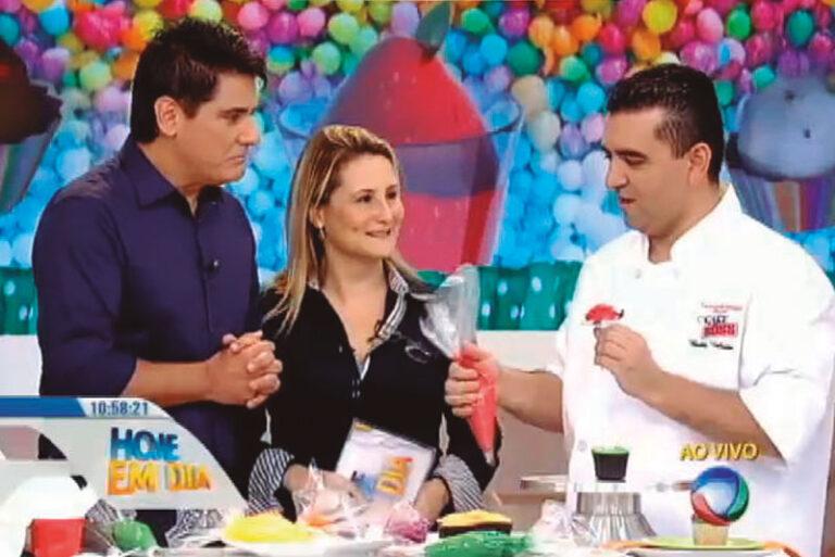 "César Filho, Paula Raposo and Buddy Valastro in the ""Hoje em Dia"" TV show."