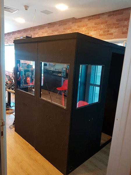 Cabine de intepretação simultânea