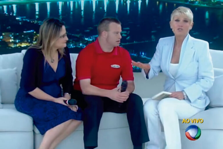 Xuxa, Tim Harris and Paula Raposo live, on the Xuxa program, Rede Record.